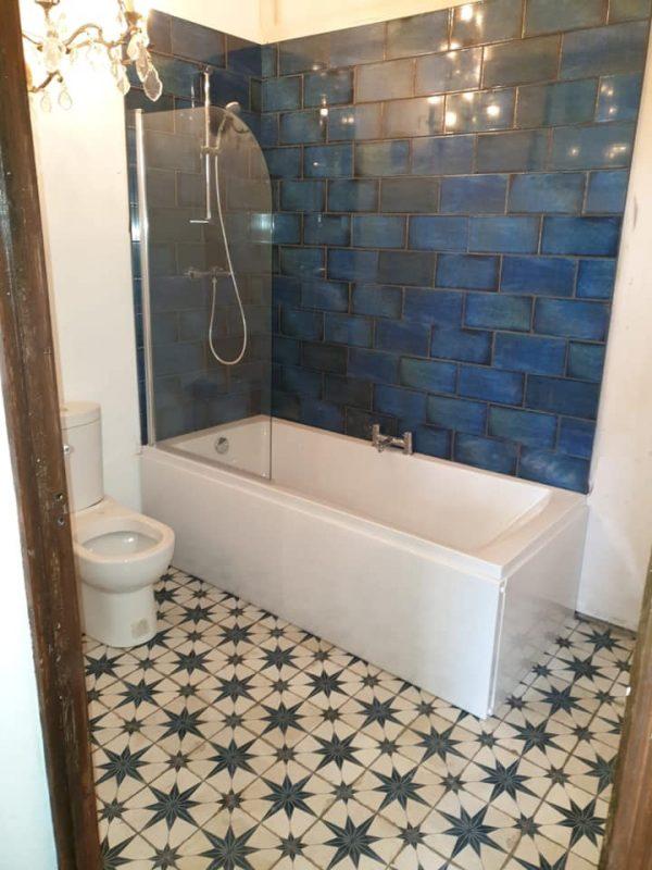 https://leewrightplumbingandheating.co.uk/wp-content/uploads/2020/01/victorian_style_bathroom_after-600x800.jpg