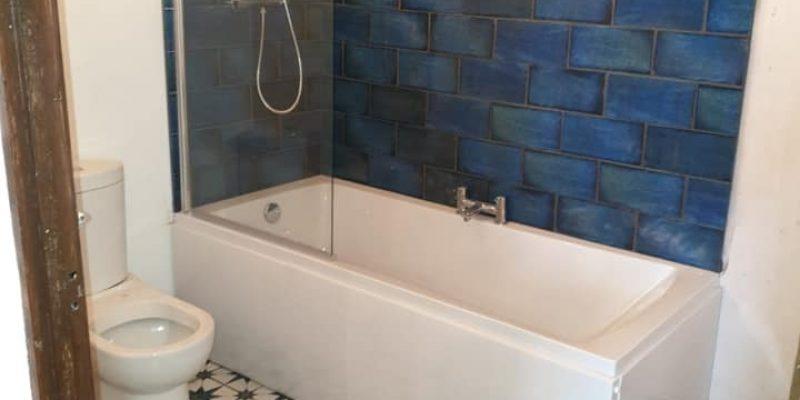 https://leewrightplumbingandheating.co.uk/wp-content/uploads/2020/01/victorian_style_bathroom_after-800x400.jpg