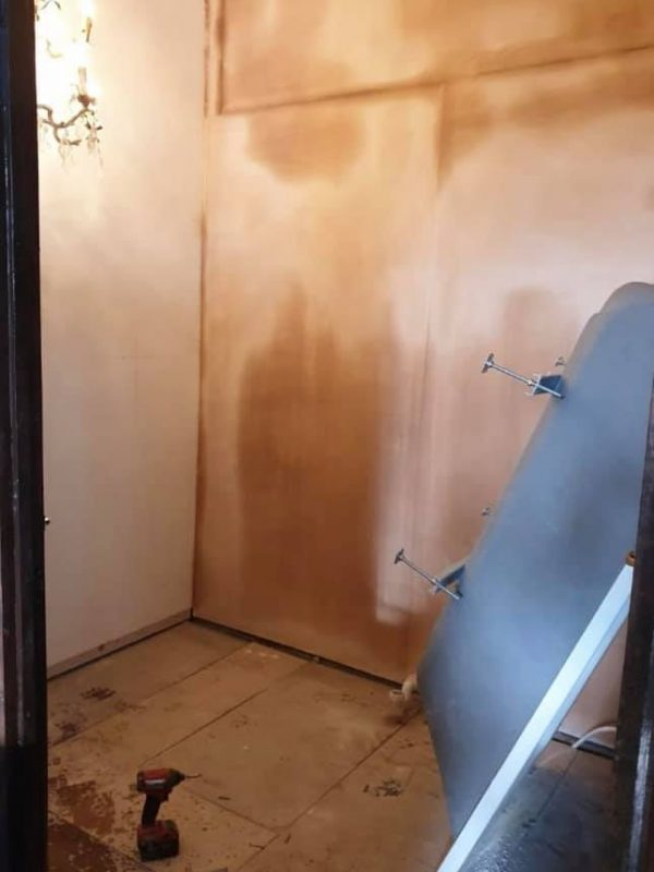 https://leewrightplumbingandheating.co.uk/wp-content/uploads/2020/01/victorian_style_bathroom_before-600x800.jpg