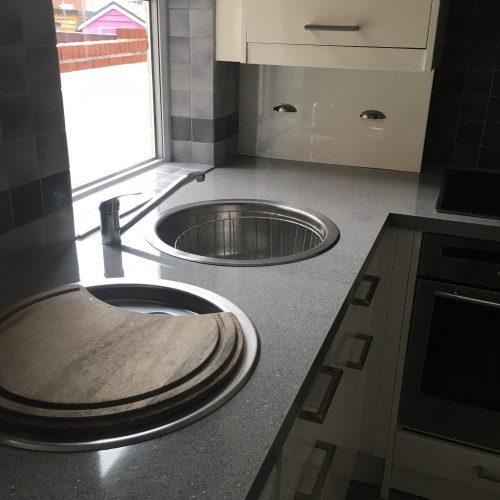 https://leewrightplumbingandheating.co.uk/wp-content/uploads/2020/10/rental_kitchen_renovation_1-500x500.jpg